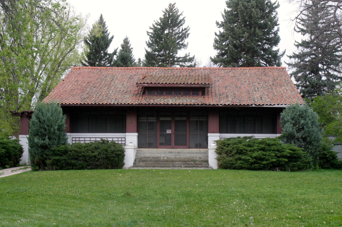 The Edmonds house was built between 1908 and 1913. The one and half story house has a characteristic wide front porch, multi-paned windows, and eave brackets.
