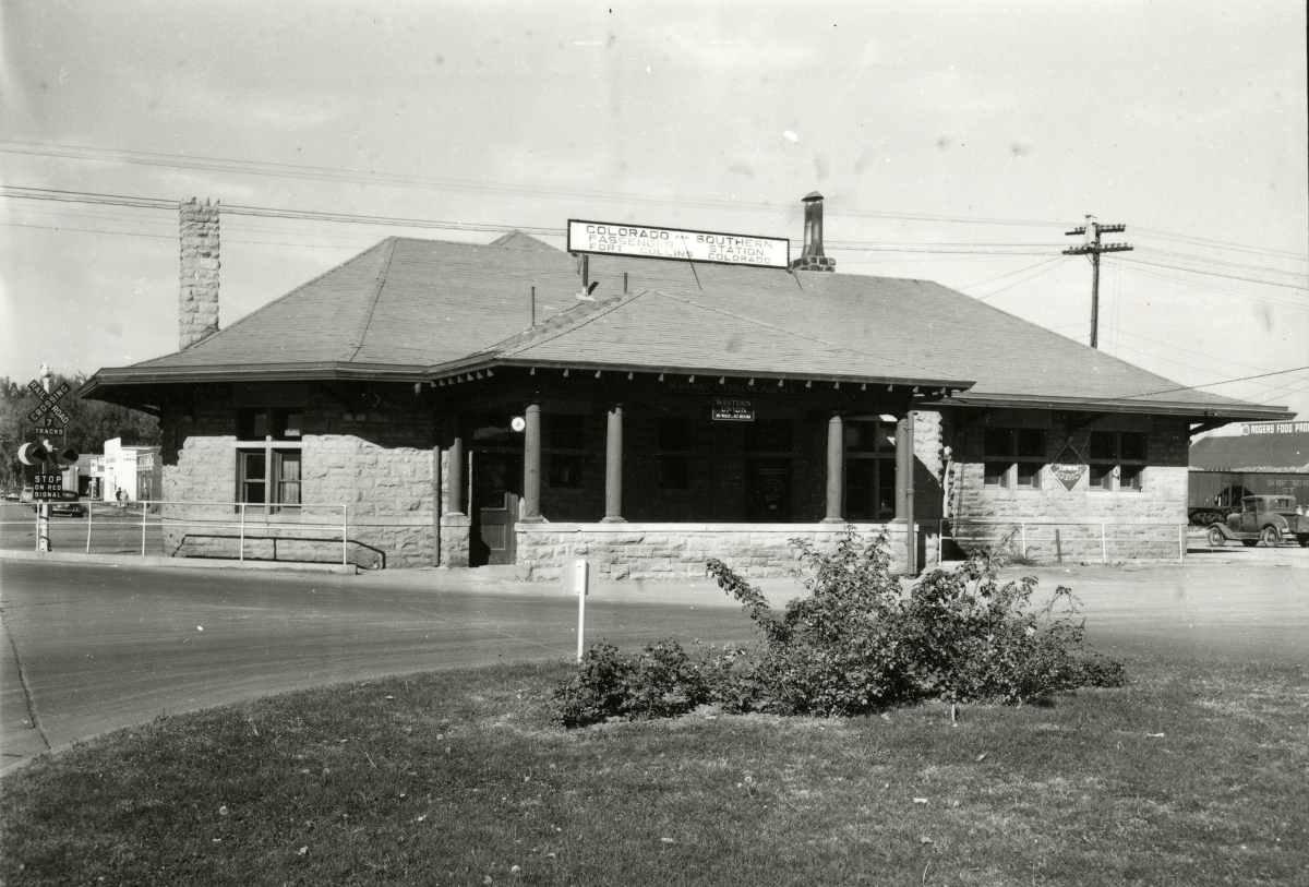 Laporte side of the Colorado & Southern Passenger Depot. West bound Laporte curved right in front of the station (for easier passenger drop off, I would guess).